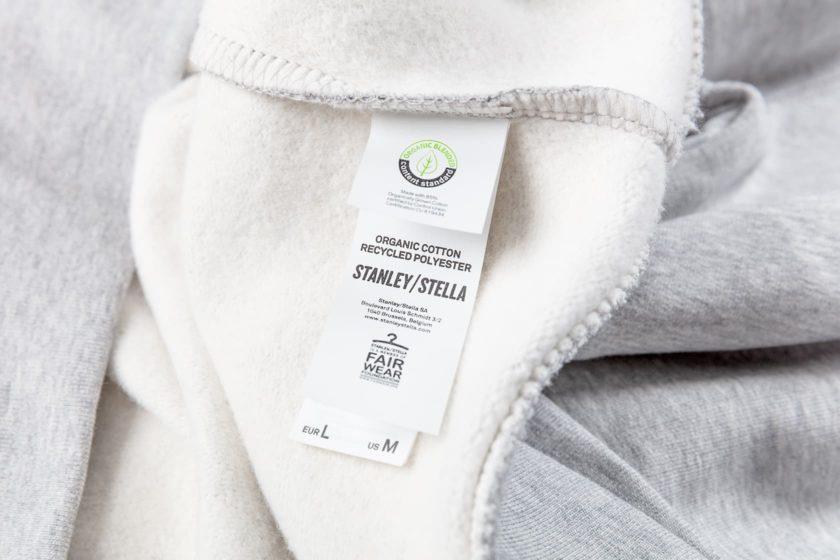 Stanleystellan huppari on valmistettu luomupuuvillasta ja kierrätetystä polyesteristä