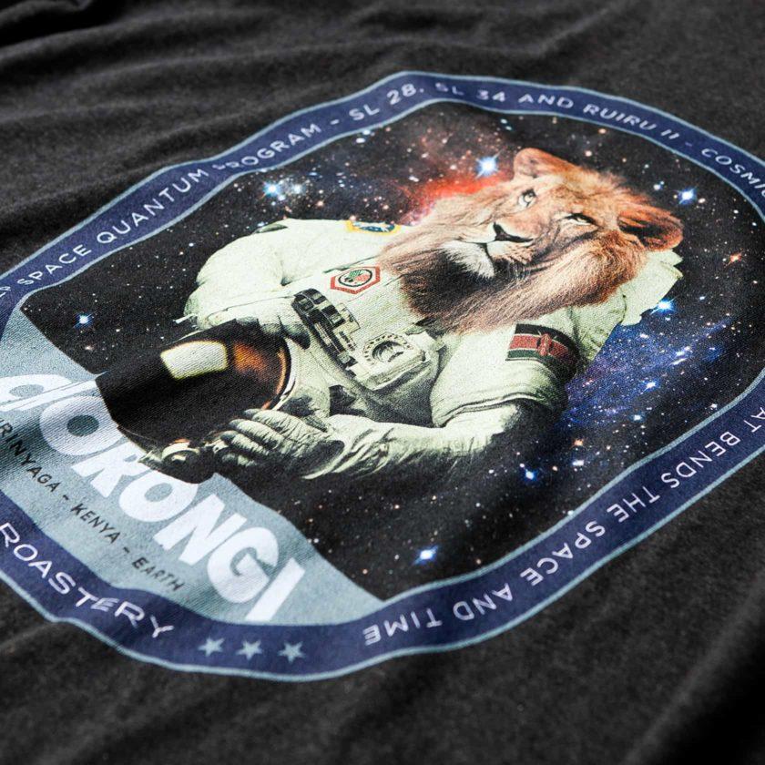 T-paita painatukset Kaffa Roastery, digitaalinen painantus tummanharmaalle t-paidalle