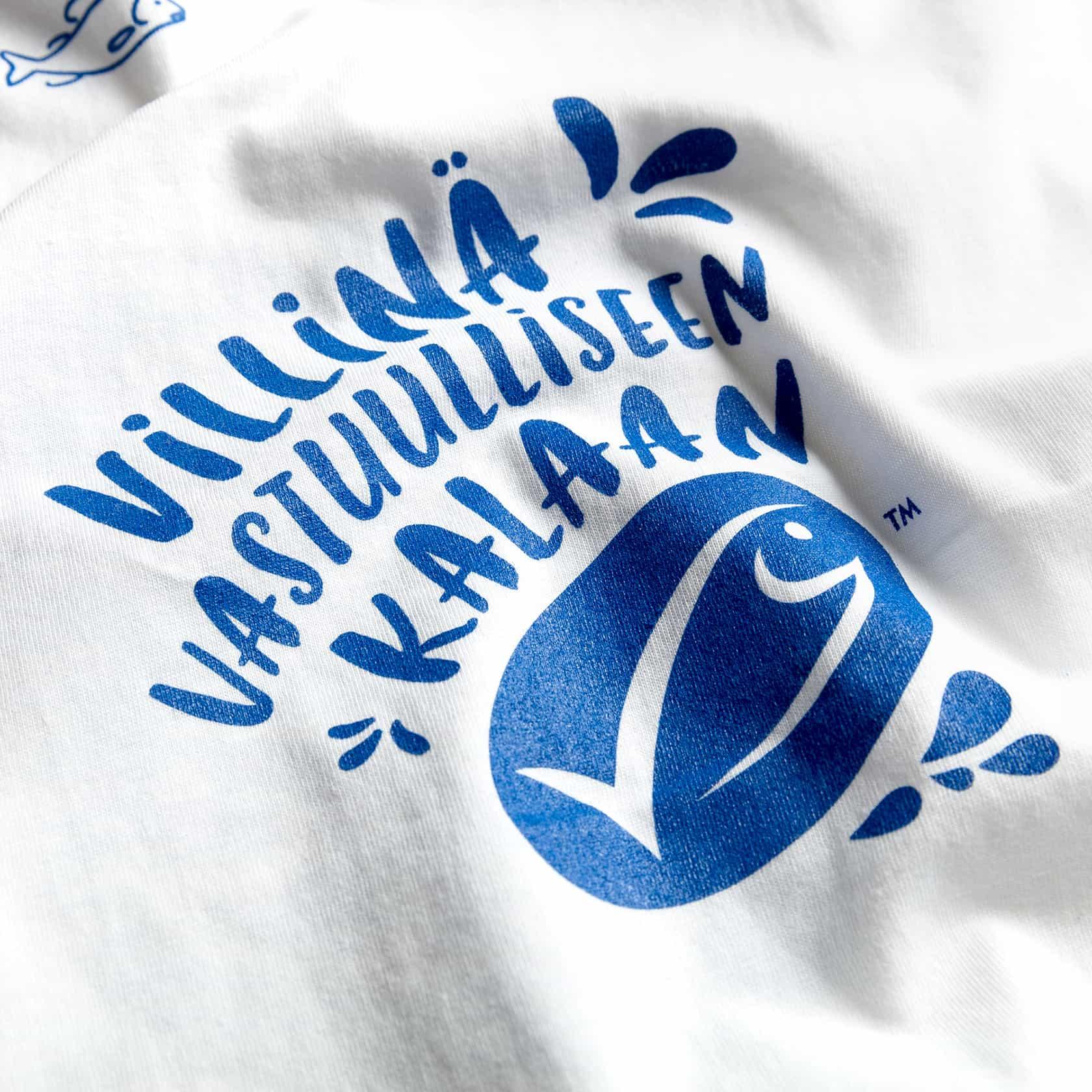 MSC, valkoinen t-paita ja sininen painatus