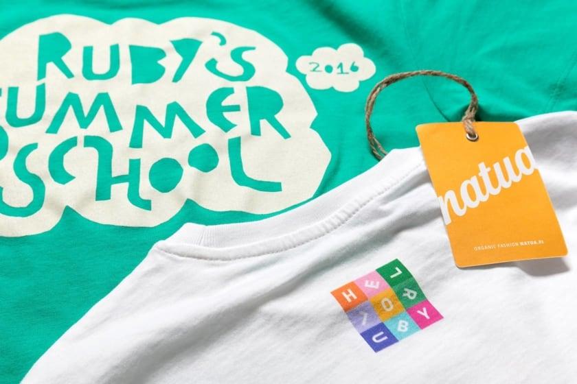 T-paita seripainatus ja digitaalinen painatus Hello Ruby